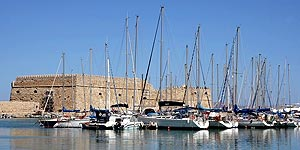 Ενετικό φρούριο Κούλε, μαρίνα ιστιοπλοϊκά σκάφη